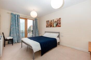 Pioneer Close - Deluxe Guest Room 1
