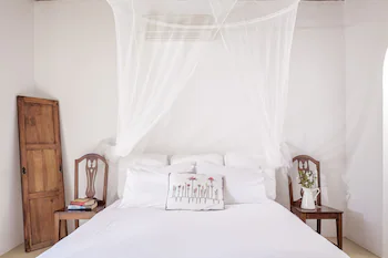 Rhenia Hotel & Bungalows