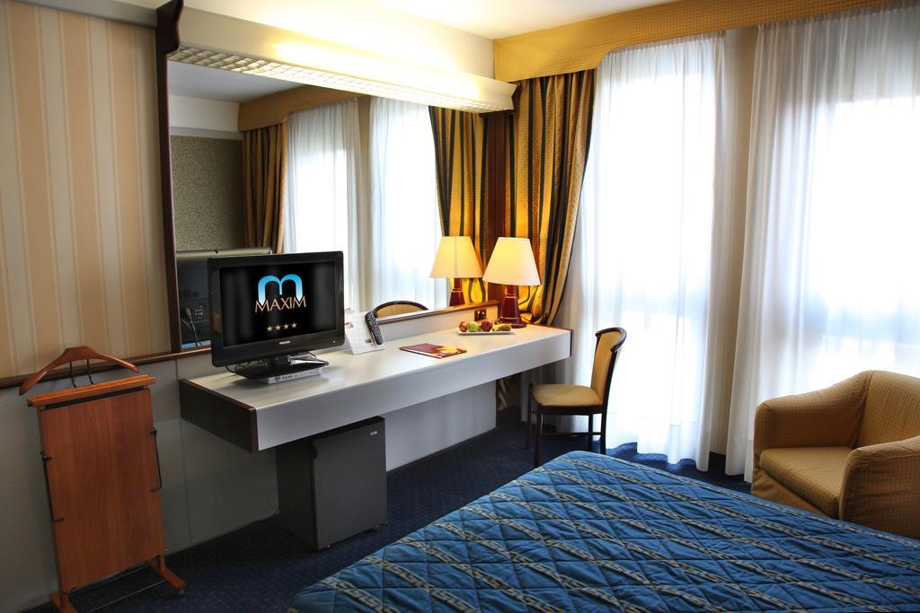 Maxim Hotel