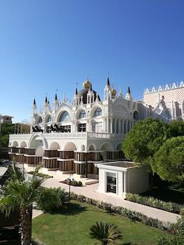 Venezia Palace