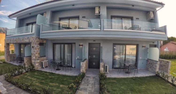 Theros Villas & Suites