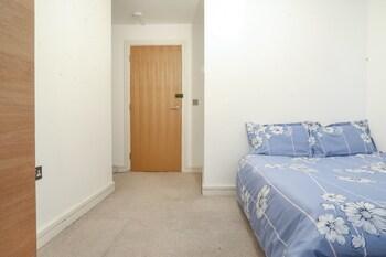Diprose Court Deluxe Guest Room
