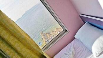 Kalemi's Beach And Hotel