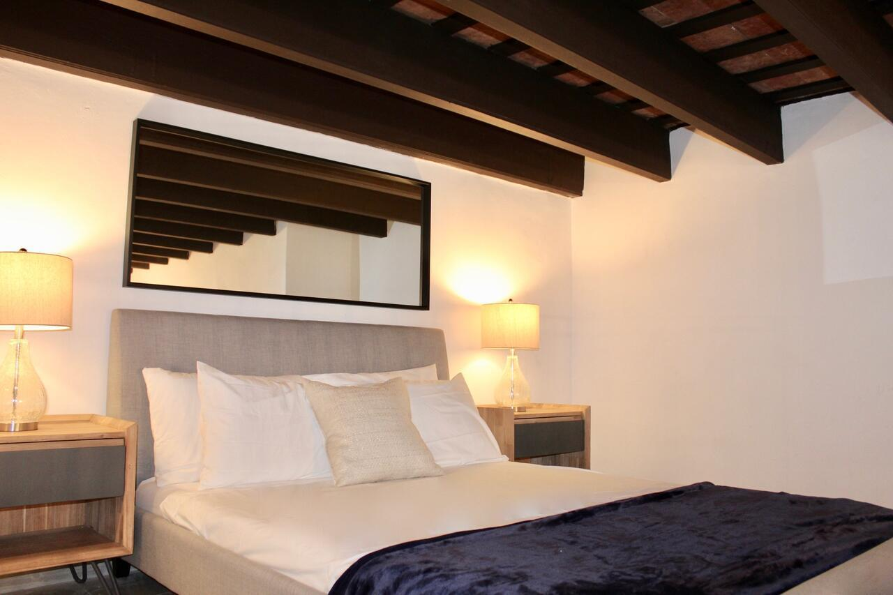 Modern Living In Old Town - Calle Luna Osj