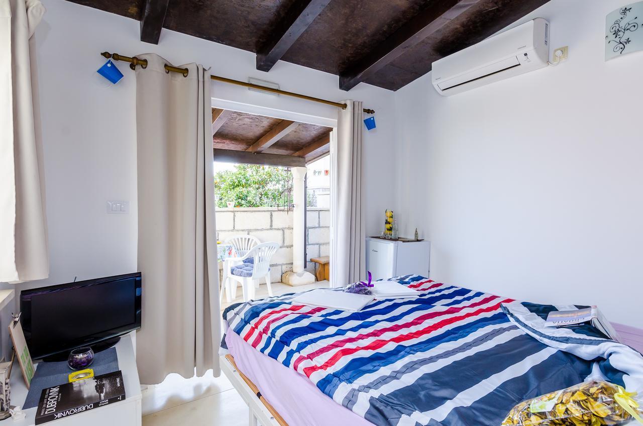 Hana Room