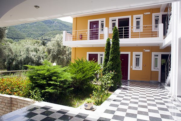 Summertime Inn (Nikiana) (F)