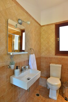 Pyrgos Ralli Estate Apartments And Suites
