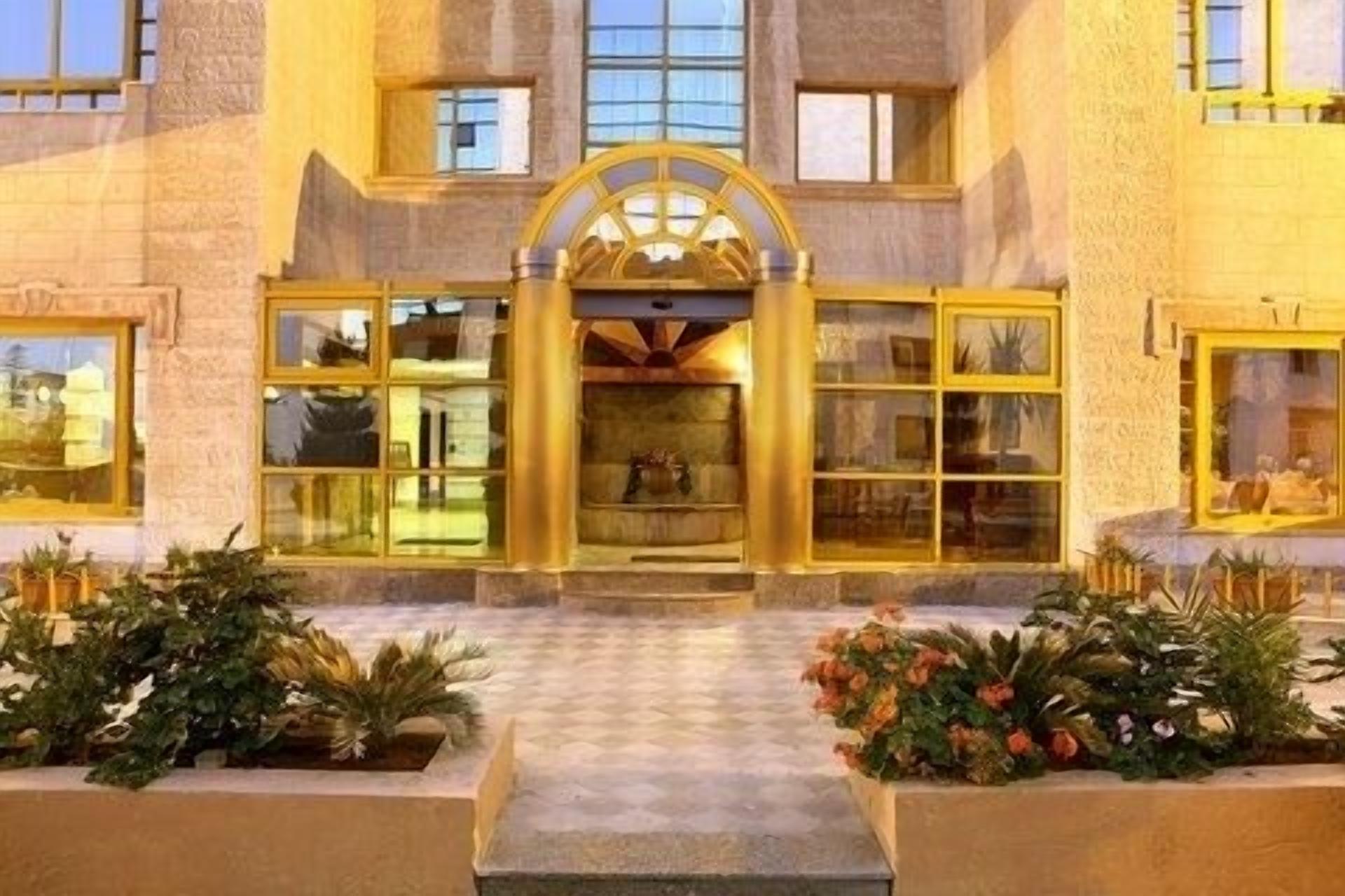 Capri Hotel Suites