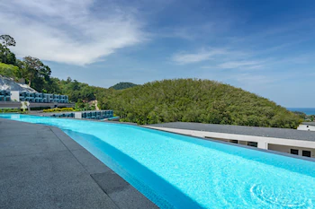 Patong Bay Hill Resort And Spa