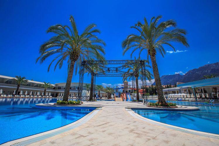 TRANSATLANTIK HOTEL & SPA 5 *