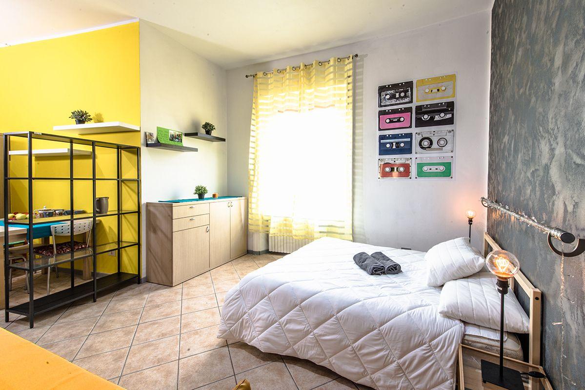 Yellow Vintage Studioflat