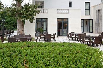 White Rock Castle,  Suite Hotel