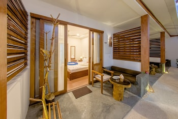 Dhiffushi White Sand Beach Hotel