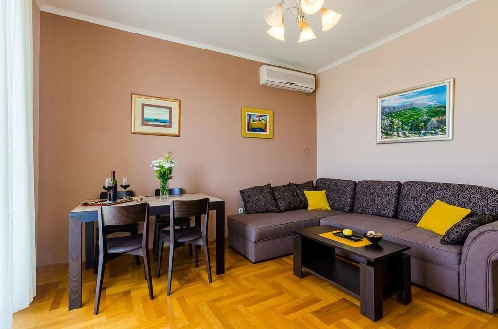 Apartment Good Vibes