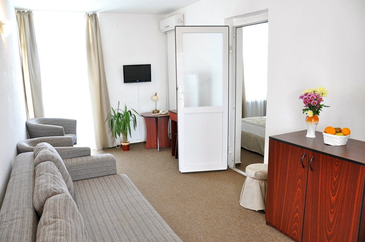 HOTEL DECEBAL (II)(APARTAMENTE 5 nopti) - Mic dejun si Pranz
