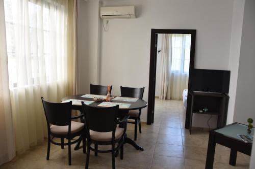 Pearl Beach Apartments In The Cliff Resort 2