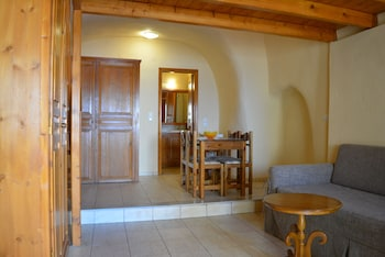 Anemomilos Suites