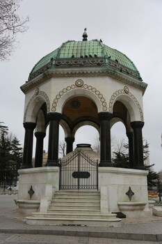 Nezahat Sultan Apart