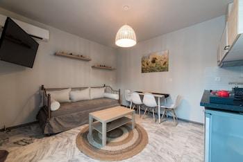 Oinoelia Luxury Suites And Residence