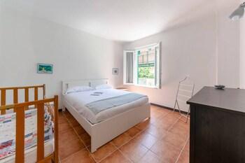 Altido Pretty House in Vernazza Yard Apartment