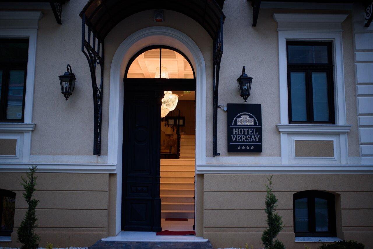 Paste - Hotel Versay - MIC DEJUN