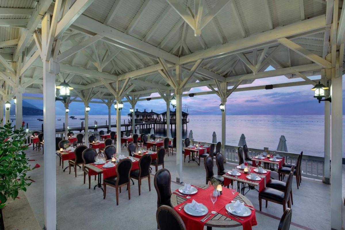 Crystal Flora Beach Resort