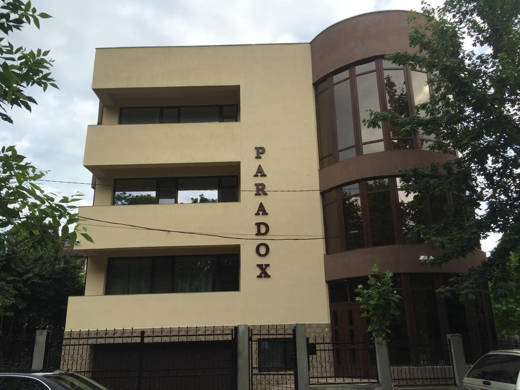 Hotel Paradox