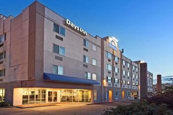 Days Inn by Wyndham Seatac Airport