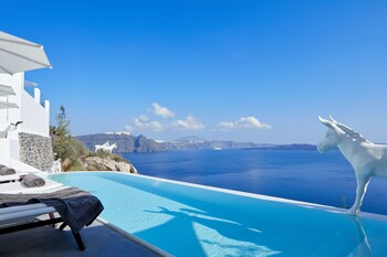 Canaves Oia Sunday Suites