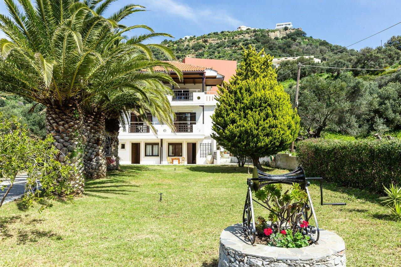 Santa Maria Studios And Apartments