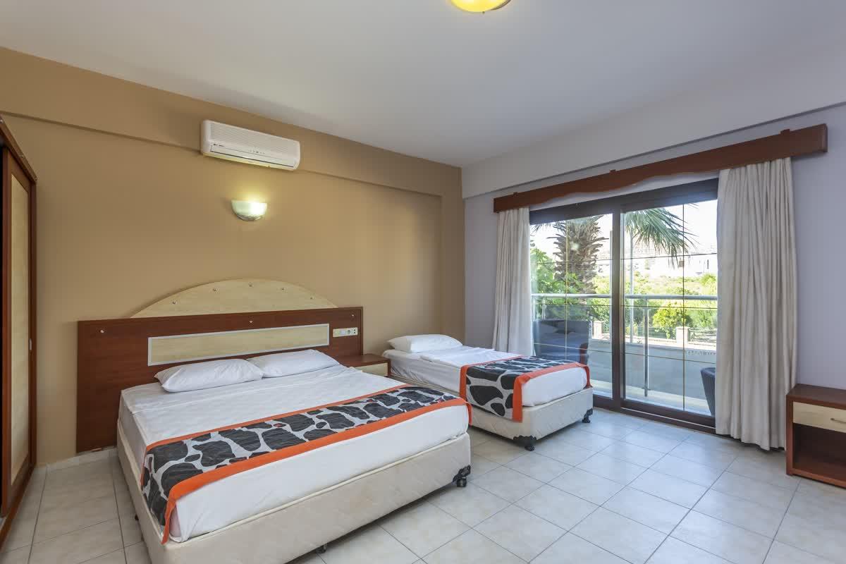 Hotel Tiana Moonlight