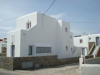 Elena Studios And Suites