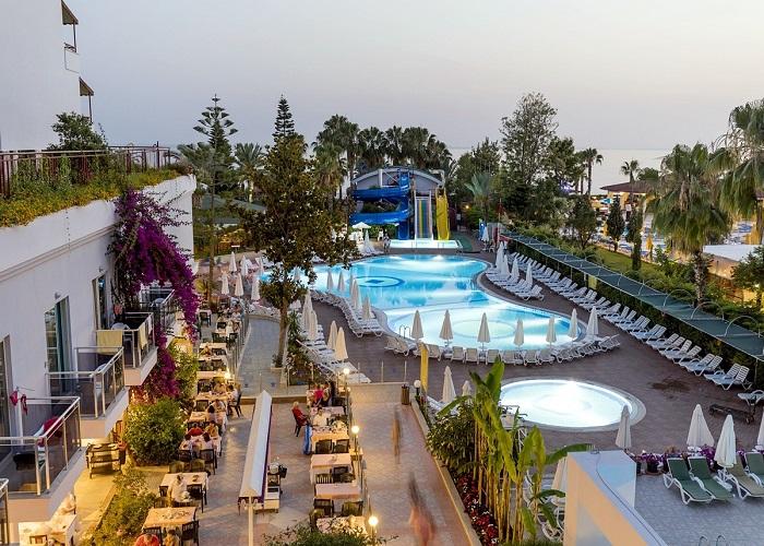 HOLIDAY PARK RESORT HOTEL