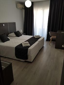 Les Palmiers Petrou Apartments