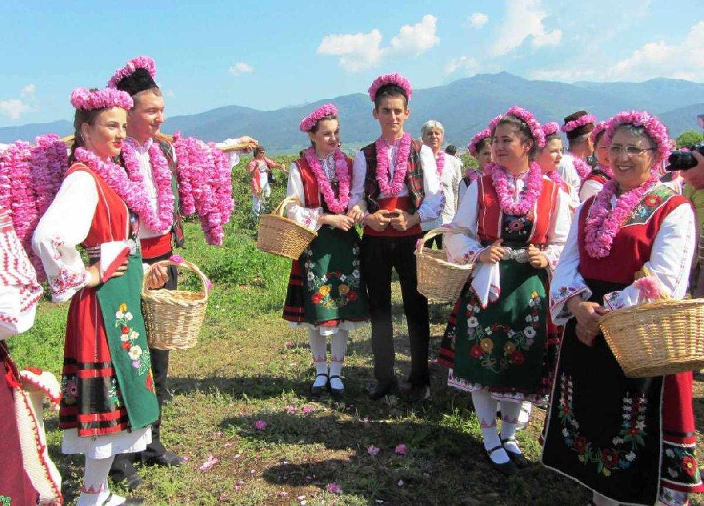 EXCURSIE 1 ZI BULGARIA FESTIVALUL TRANDAFIRILOR-VALEA REGILOR