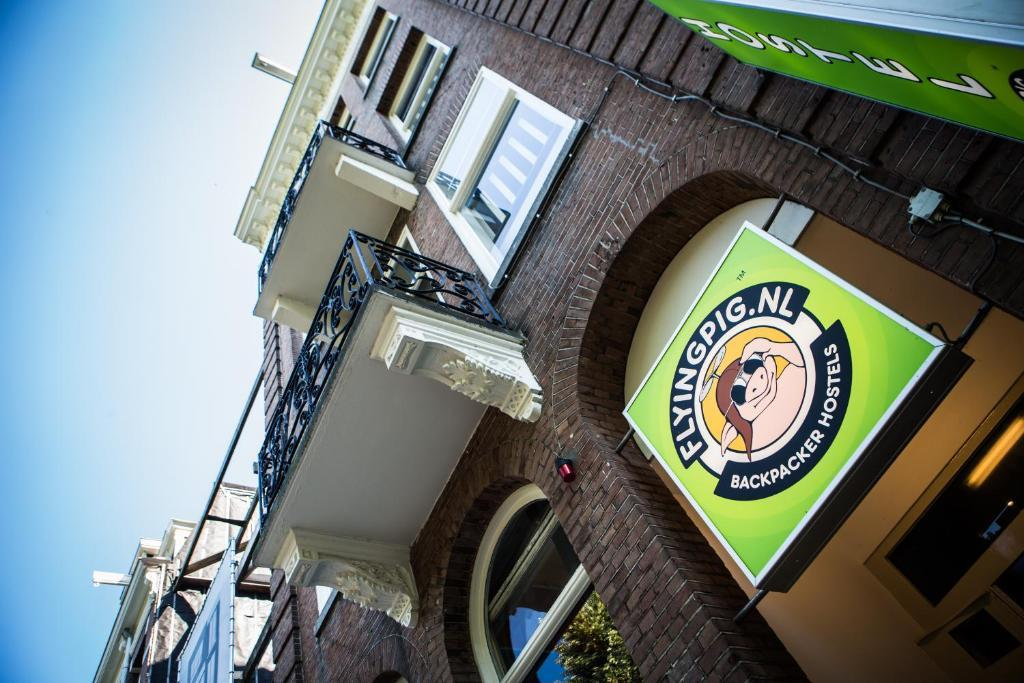 The Flying Pig Uptown Hostel