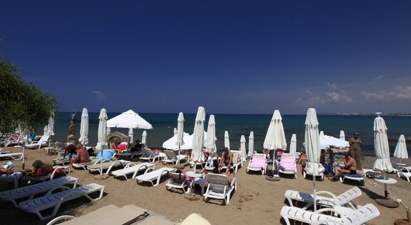 Leda Beach Hotel
