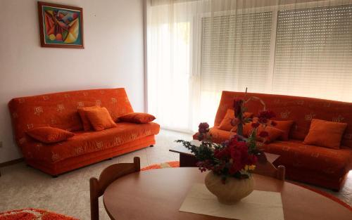 Club Topaz Apartments