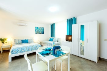 Hotel Tropicana Suites Deluxe Beach Club & Pool