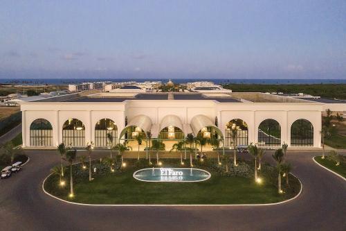 Ocean el Faro Resort