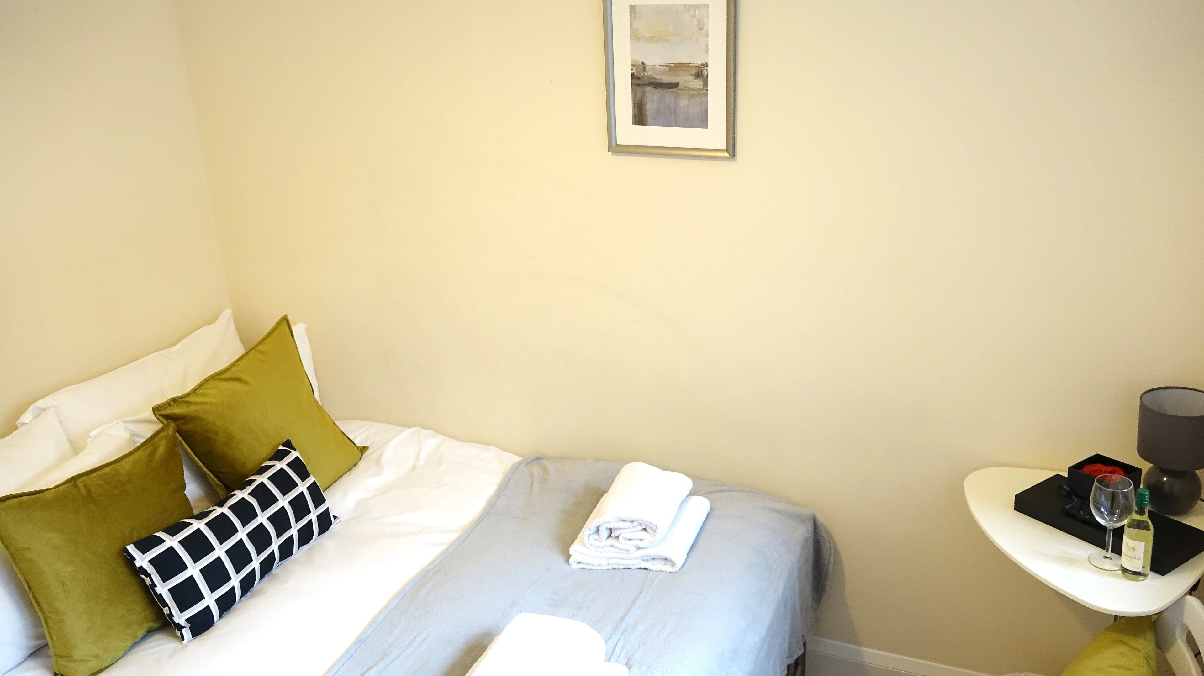 London Heathrow Airport Rooms L.l By Candp