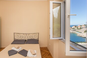 Mj's Sea Side Rooms