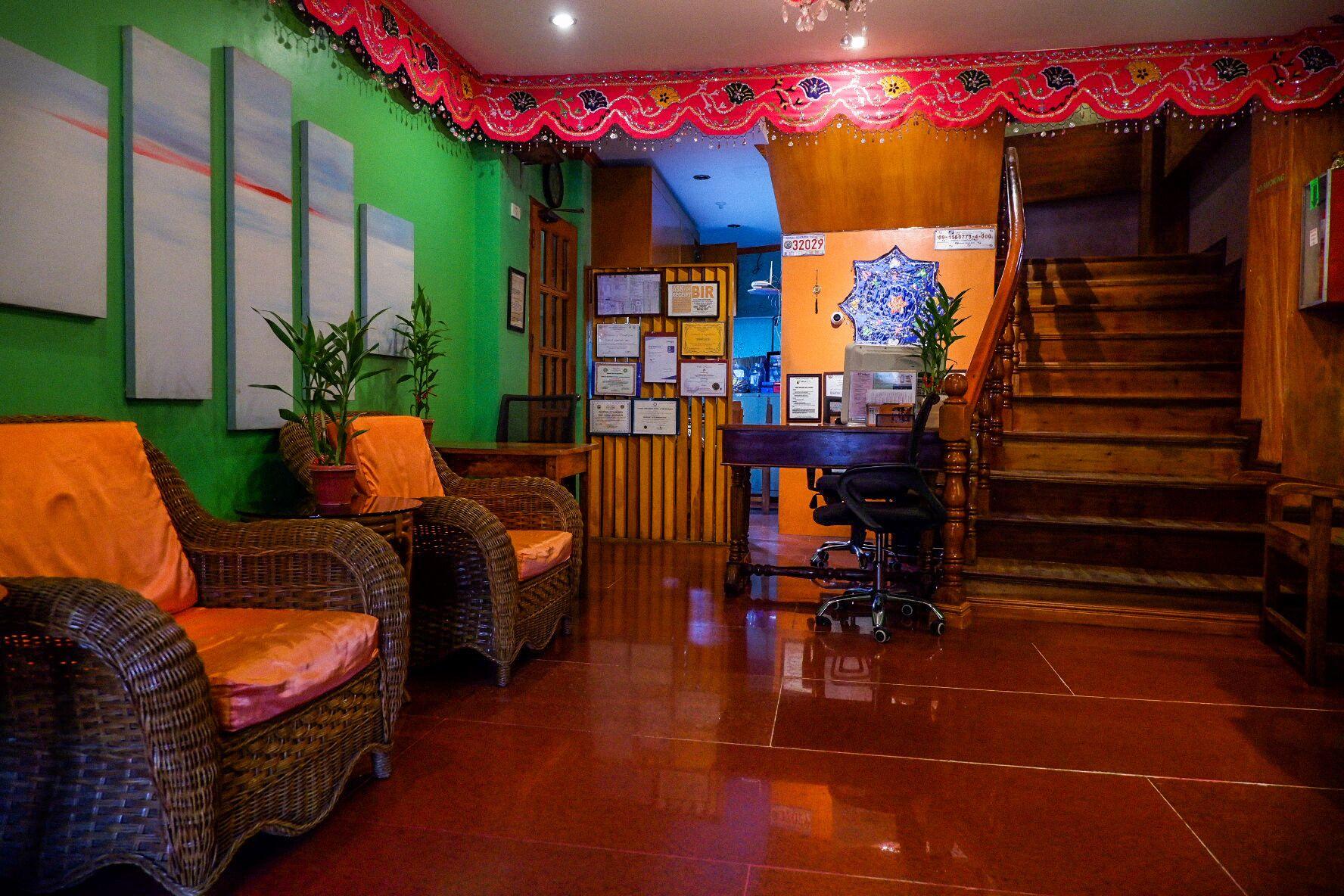 Tinhat Boutique And Restaurant