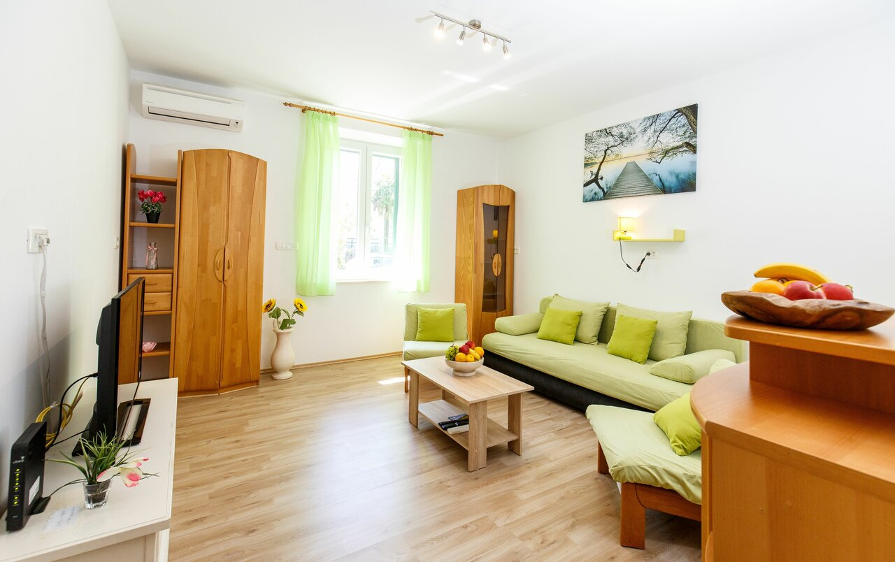 Green Forest Apartment