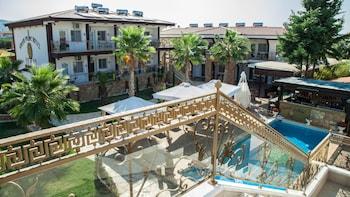 Greek Pride Apartment Fourka