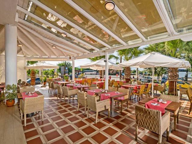 Delfina Art Resort (C)