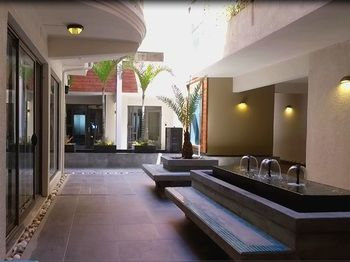 PEREYBERE HOTEL AND APARTMENTS