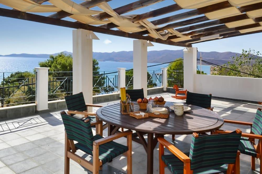 Villa With 4 Bedrooms In Karistos, With Wonderful Sea View, Enclosed Garden And Wifi - 10 M From The