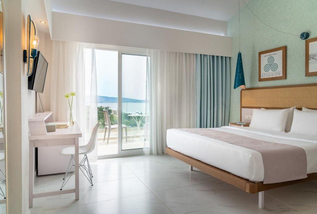 Zoe Hotel (ex.Trypiti Hotel & Suites)