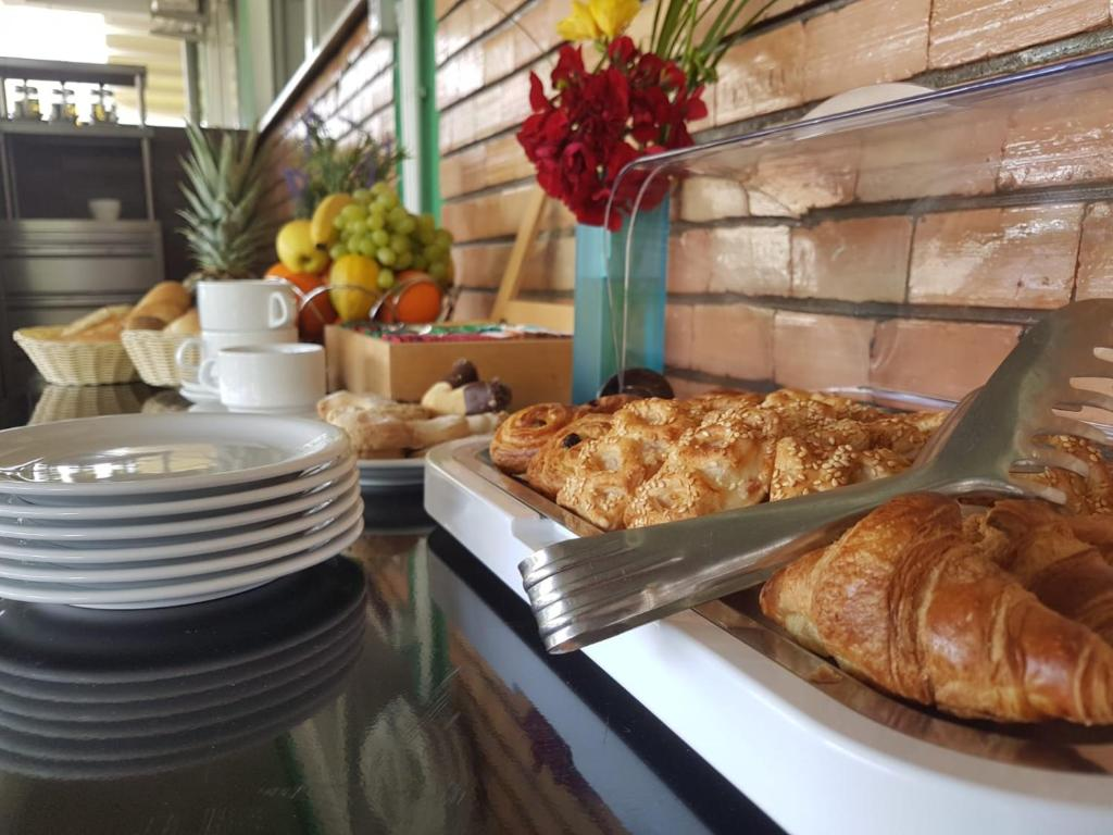 HOTEL DECEBAL (II)(APARTAMENTE 5 nopti) - Mic dejun